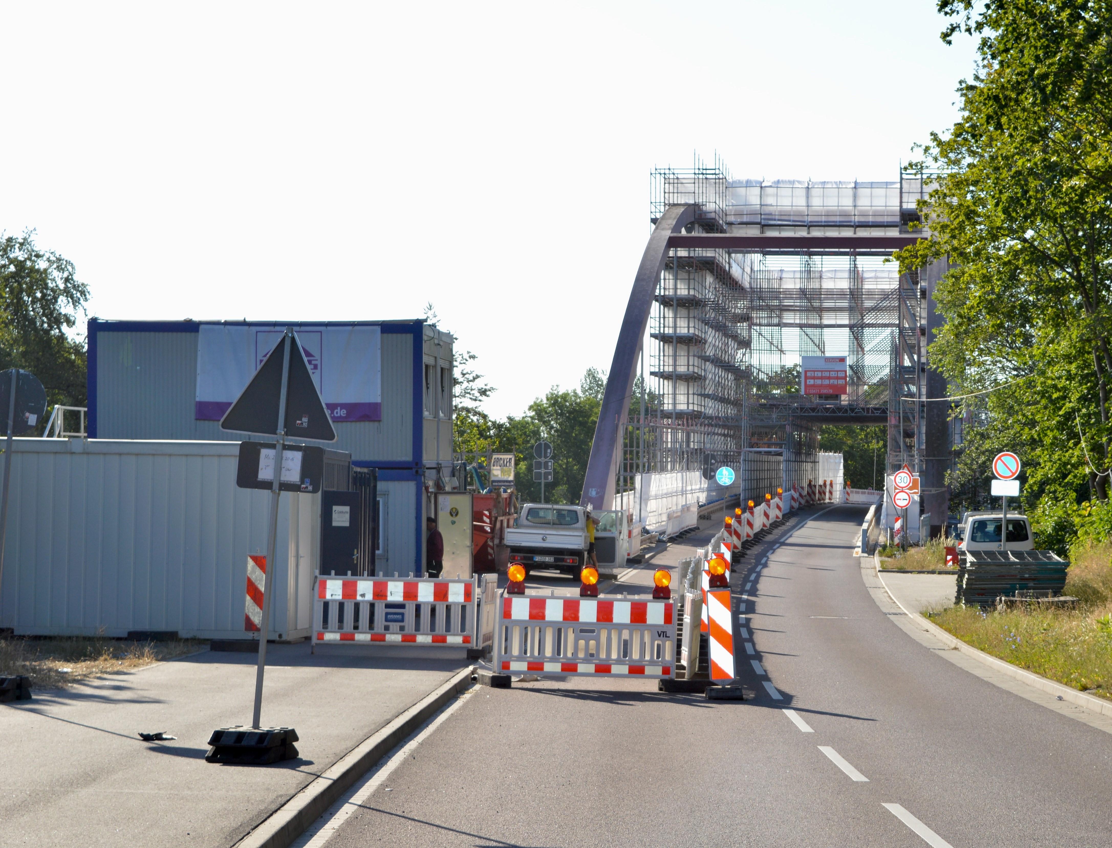 Saalebrücke aus Richtung Calbe kommend.