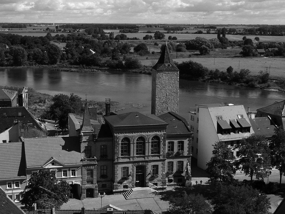 Rathaus schwarz weiß