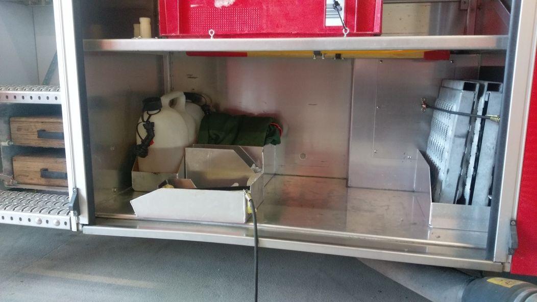 Von den Einsatzfahrzeugen wurden technische Geräte gestohlen. Es fehlen unter anderem ein Trennschleifer und eine Kettensäge.