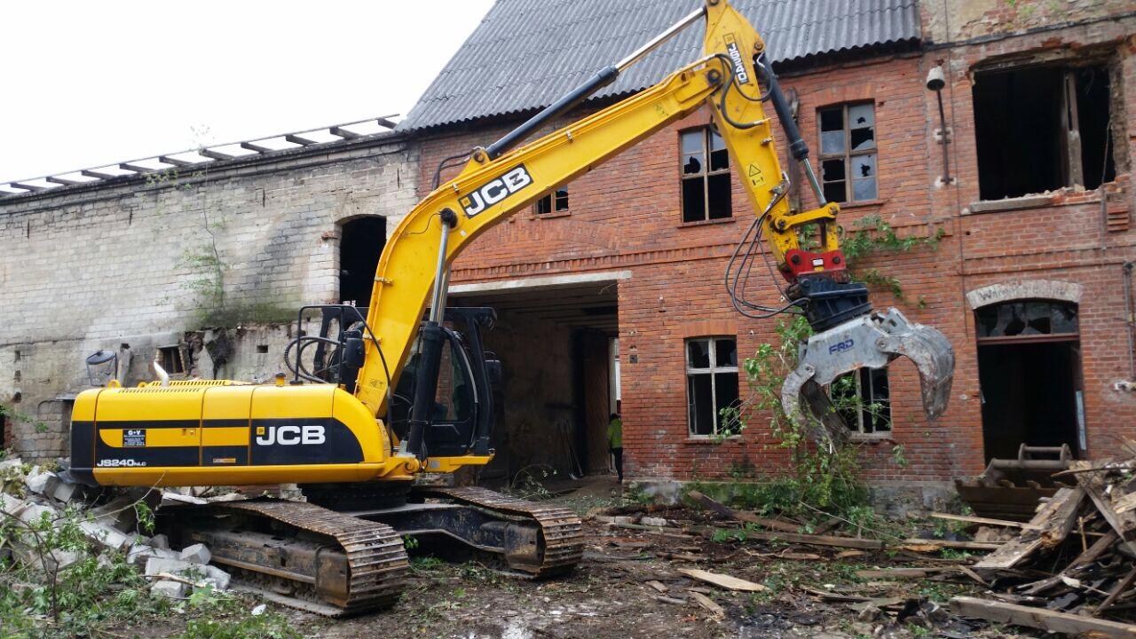 Die Abrissarbeiten werden vorerst im Innenhof begonnen.